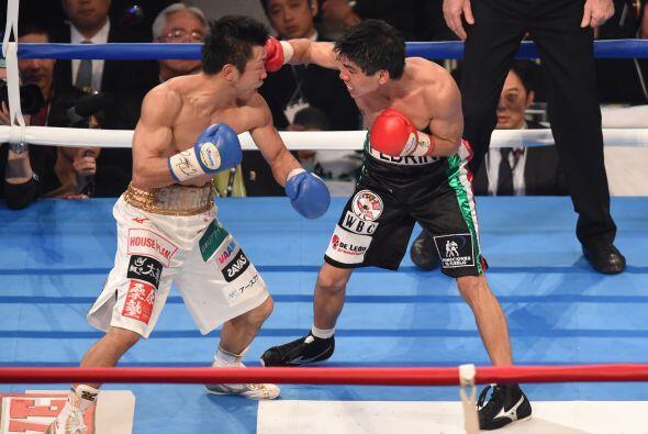 El mexicano peleaba a la distancia y Yaegashi se iba mermando con el pas...