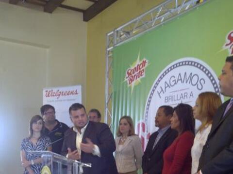 El compañero periodista de WKAQ, Jay Fonseca, se une a la alcalde...