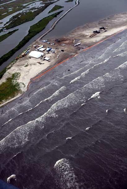 """El arrivo de """"Alex"""" a la zona del derrame petróleo en el Golfo podría te..."""