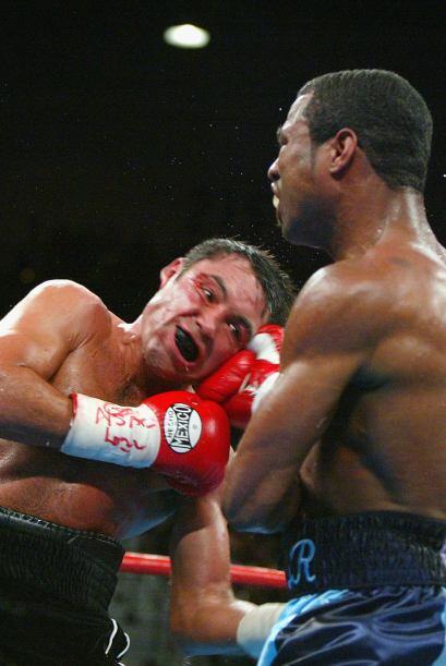"""La segunda pelea entre """"scar De la Hoya y Shane Mosley fue el 13 de sept..."""