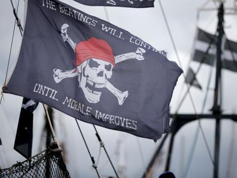 Multitudes de piratas con todo y capa y espada transformaron las calles...