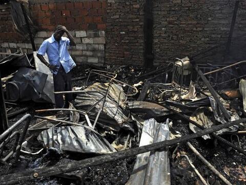 Un incendio destruyó alrededor de 20 viviendas en un barrio pobre...