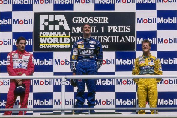Tras la tragedia del legendario Ayrton Senna, Schumacher heredó su lugar...