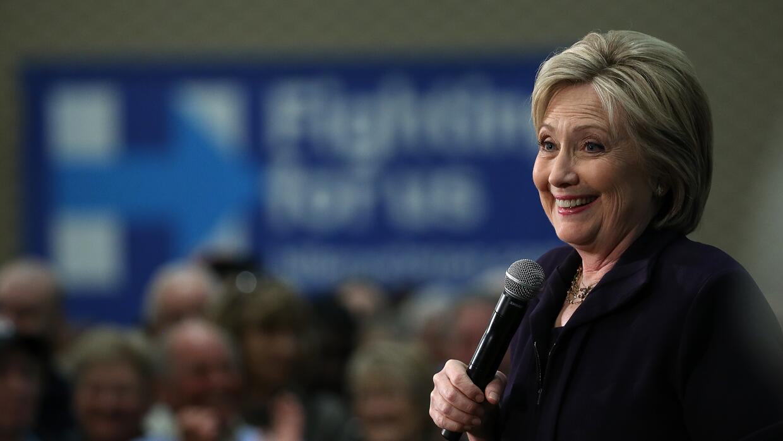 Hillary Clinton: Podemos reparar nuestro sistema migratorio GettyImages-...
