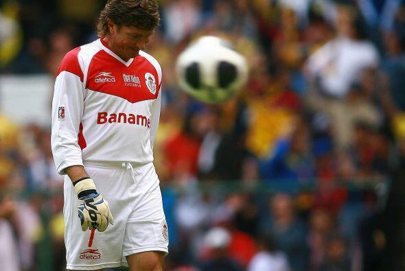 También, en el Apertura 2009 se fue Cristante de manera obligada por una...