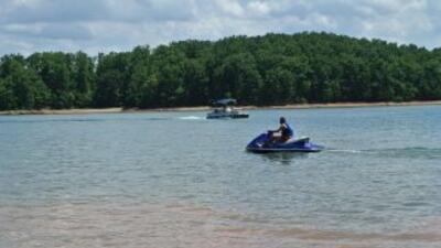 Autoridades en el Lago Lanier continúan la búsqueda por un empresario de...