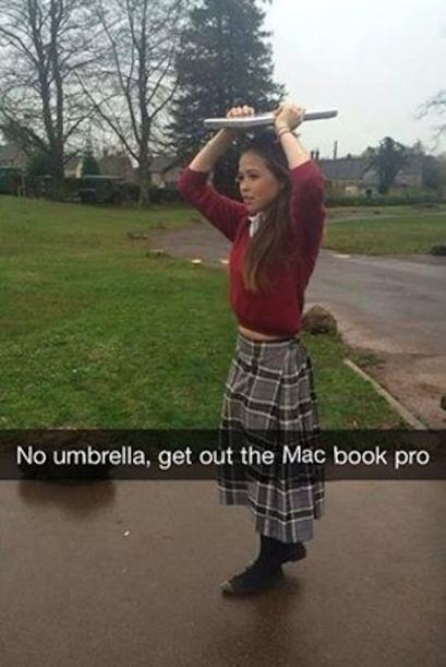 Obviamente si no tienes una sombrilla lo más lógico es utilizar tu laptop.