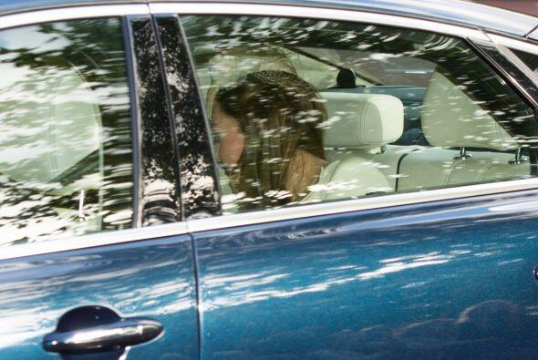 La duquesa Catherine y su esposo llegaron en un automóvil sencillo y por...
