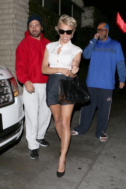 La hermosa modelo salió de paseo con su esposo Rick Salomon y se...