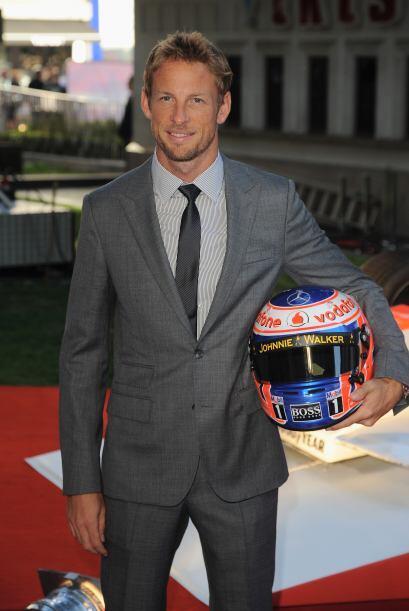 Jenson Button, es un guapo corredor de coches británico.