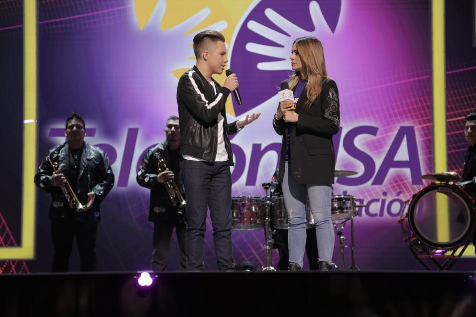Jonatan Sanchez en el escenario de TeletónUSA.