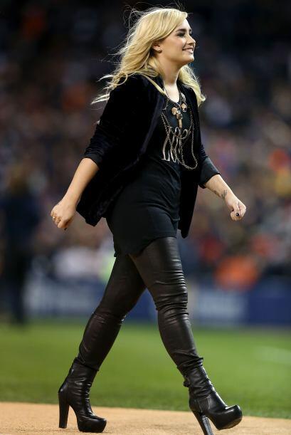 Demi Lovato fue la encargada de cantar ahora en este partido.