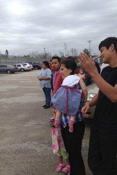 Decenas de indocumentados de bajo riesgo fueron liberados este lunes de...
