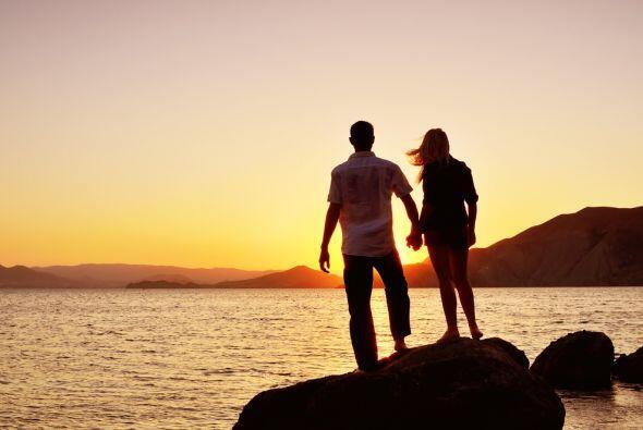 El plano amoroso está bien auspiciado aunque es posible esa persona haga...