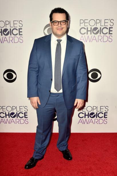 Nos pareció que el color de traje de Josh Gad, no era el más apropiado p...