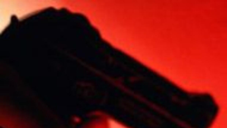 Policia de Newark recibio un impacto de bala en la cadera al tratar de d...