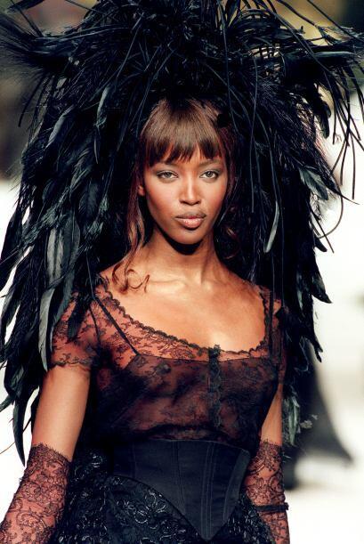Naomi Campbell es, después de Imán, la segunda mujer de color aceptada c...