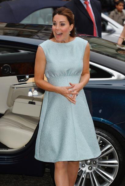 24 de abril de 2013 La duquesa llega a una recepción para celebrar el tr...