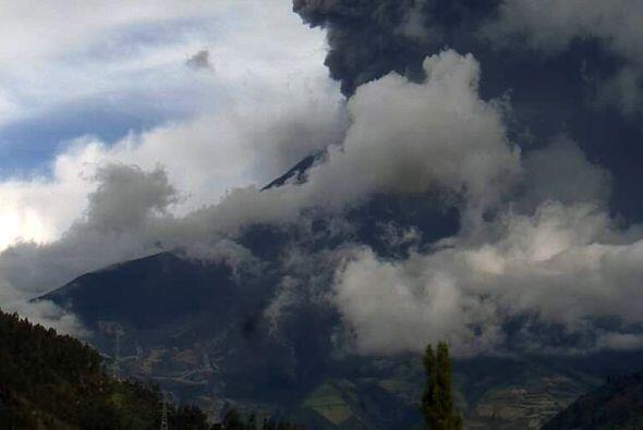 Ecuador declaró alerta naranja por el aumento de la actividad del volcán...