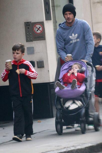 No existe un padre más sexy que David Beckham, ¿o si? El además talentos...