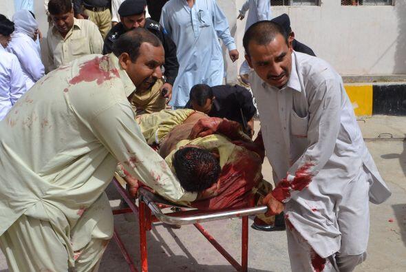 Al menos 38 personas murieron y más de cincuenta resultaron herid...