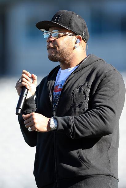Con Flo Rida amenizando el ambiente 49ers y Panthers se enfrentaban en l...