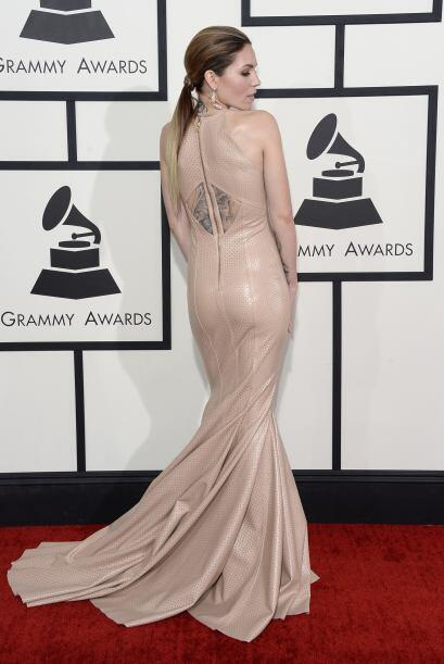 Sino también el material con el que fue confeccionado su vestido, el cua...