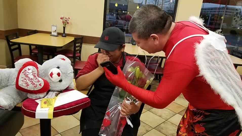 El Turky celebra el amor con radioescuchas en Houston  16730228_10155117...