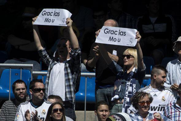 La mitad del Bernabéu estuvo con Mourinho. La otra mitad se expresó con...