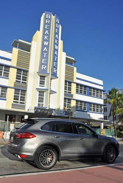 El Art Deco de Miami Beach como fondo para el arte de la Porsche Cayenne...