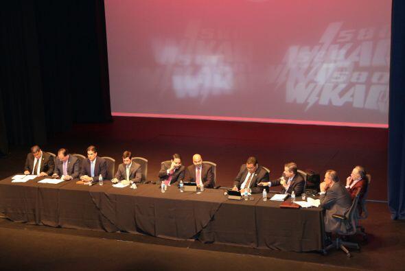 WKAQ580 los expertos en análisis y noticias discutió por 3 horas y media...