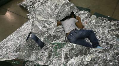 """""""Eso está mal"""": alcalde de Houston se opone a apertura de centro para detención de niños inmigrantes en su ciudad"""