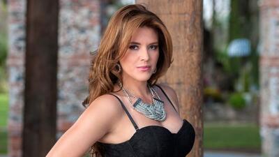 Es una joven atractiva y sensual que tiene el interés puesto en el dinero.