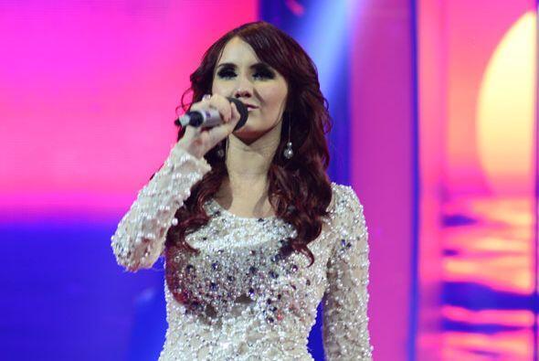 """Dulce María cantó con Geissie Torres el tema """"Yo s&ia..."""
