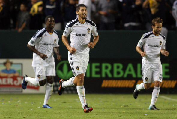 Los Angeles Galaxy derrotó 2-1 a Seattle y pasó a la final de la Confere...