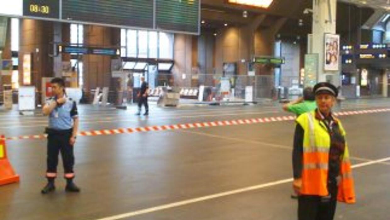 La estación central de ferrocarriles de Oslo fue parcialmente evacuada e...