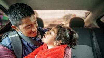 Inmigrante y su hija con derrame cerebral aguardan ser liberados para continuar proceso de asilo en EEUU