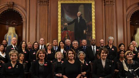 Las mujeres demócratas, de negro.