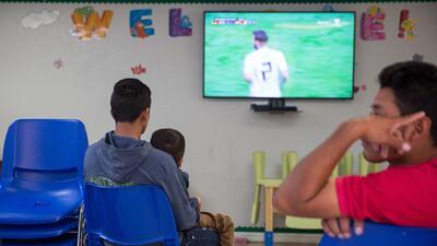 Así ven el Mundial de Fútbol los refugiados en la frontera  (fotos)