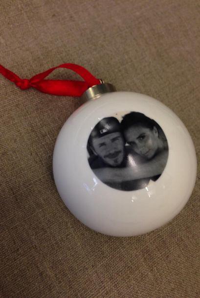 Para decorar su casa utilizará esferas adornadas con fotos con su esposo...