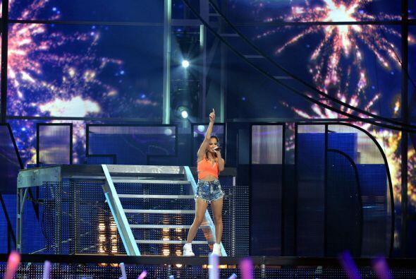 """La cantante Becky G llegó al escenario para encantarnos con """"Shower""""."""