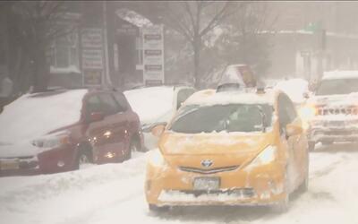 Autoridades de Nueva York emiten alertas para la tormenta de nieve que s...