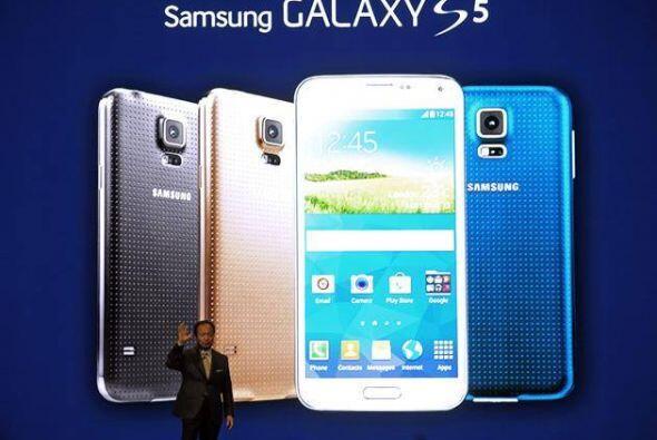 Samsung Galaxy S5.Con una pantalla de 5.1 pulgadas, este teléfono de Sam...