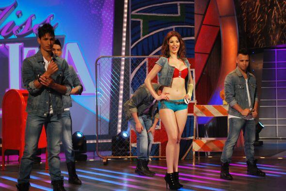 Ariadna fue la primera en subir al escenario.