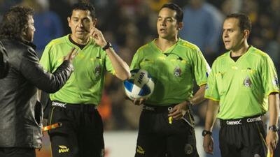 Arbitros mexicanos amenazan con paro en la fecha 16