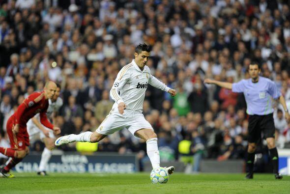 A los 5 minutos Cristiano Ronaldo ejecutó un penalty, luego de una mano...