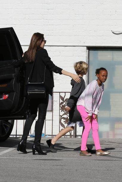 Angelina vestía completamente de negro.