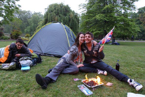 Muchos pasaron la noche acampados para conseguir un lugar privilegiado e...