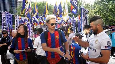 Real Madrid vs. Barcelona: ambiente festivo entre los hinchas en partido de alta tensión