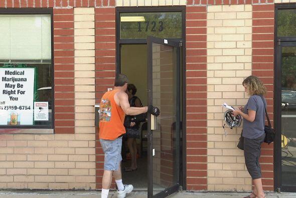 La primera clínica de marihuana medicinal abrió sus puertas hoy en el 17...